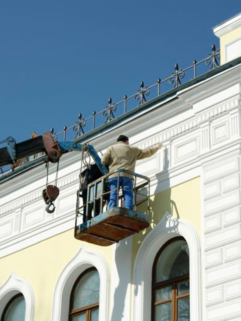 commericial building painter on scaffolding Apopka FL